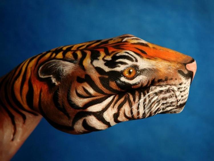 hand art tiger